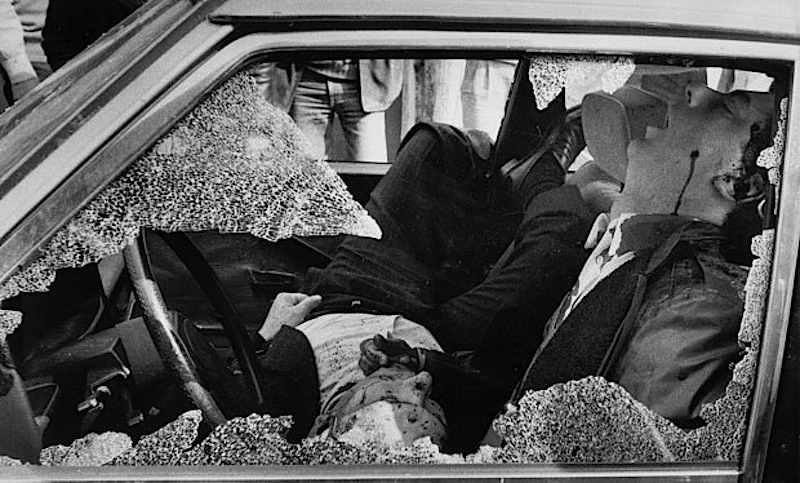 Il corpo di Pio La Torre, segretario regionale del Pci, assassinato a Palermo dalla mafia il 30 aprile 1982.