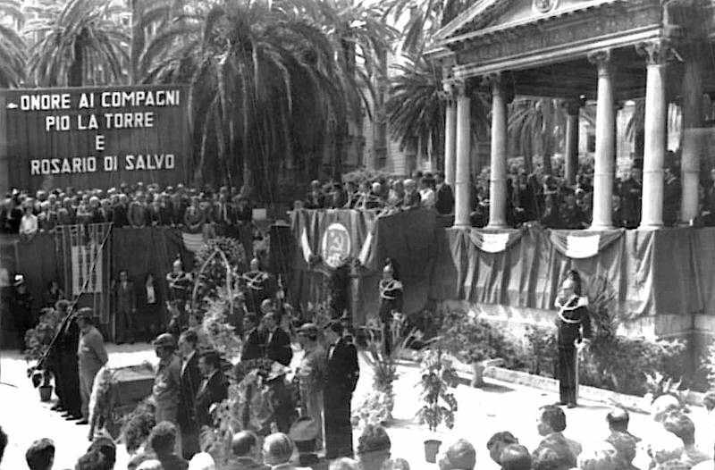 I funerali di Pio La Torre e del suo autista Rosario Di Salvo, mentre parla Enrico Berlinguer.