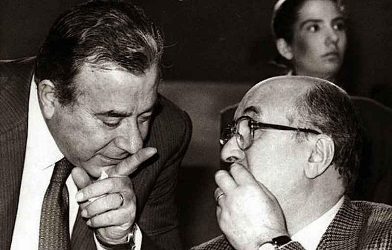Alla morte di Willy De Luca, il 29 luglio 1982 Biagio Agnes (a sinistra nella foto con Ciriaco De Mita) diviene direttore generale della Rai, carica che manterrà fino al 1990.