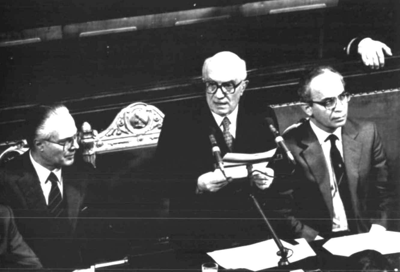 Fanfani presenta alle Camere il suo V governo.