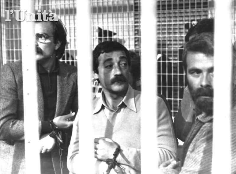 Mario Moretti (al centro) e altri brigatisti condannati nel processo Moro del 1983.