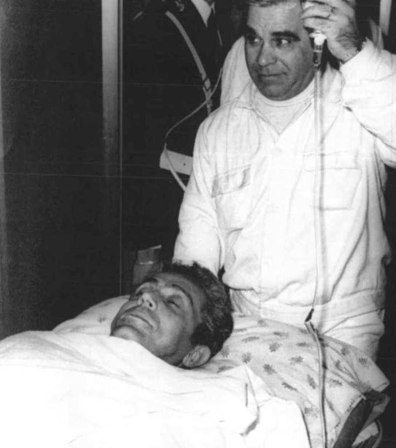 Gino Giugni, consulente giuridico sindacale per il Psi, ferito dalle Brigate rosse il 3 maggio 1983.