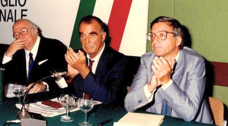 Giorgio La Malfa (a destra), segretario del Pri dal 12 settembre 1987.