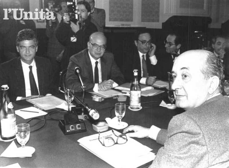 De Mita durante le trattative per la formazione del suo I governo nel 1988.