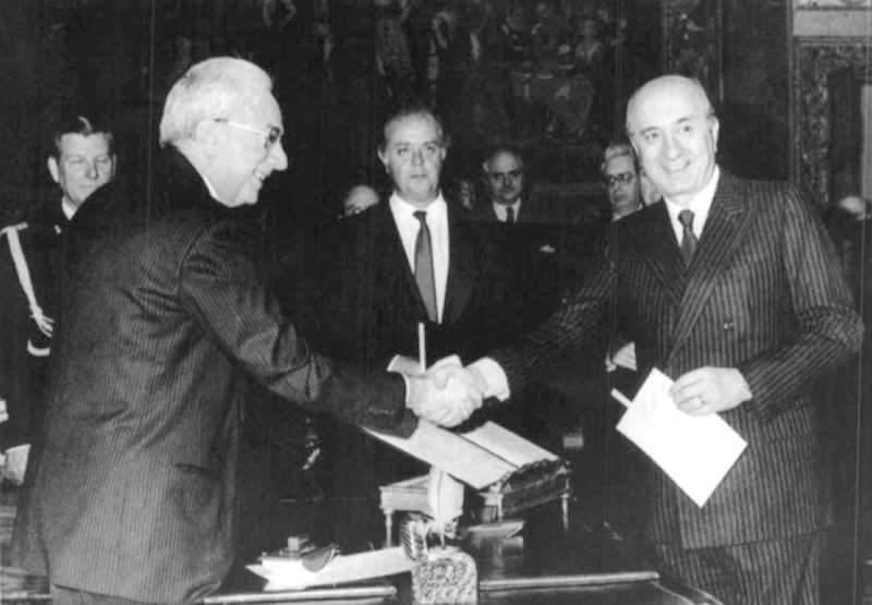 De Mita giura davanti al Presidente Cossiga per la formazione del suo I governo il 13 aprile 1988.