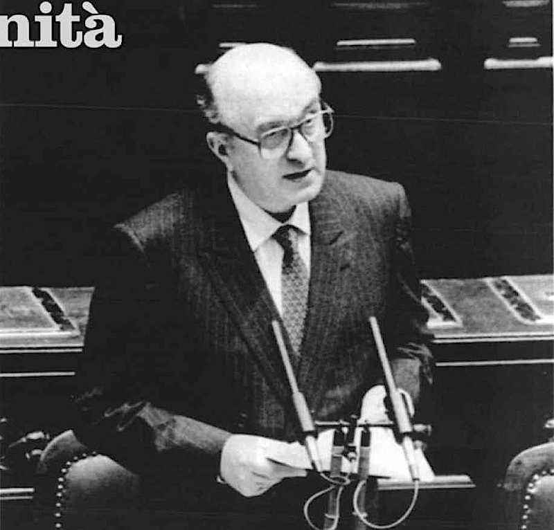 De Mita presenta il suo governo al Parlamento.