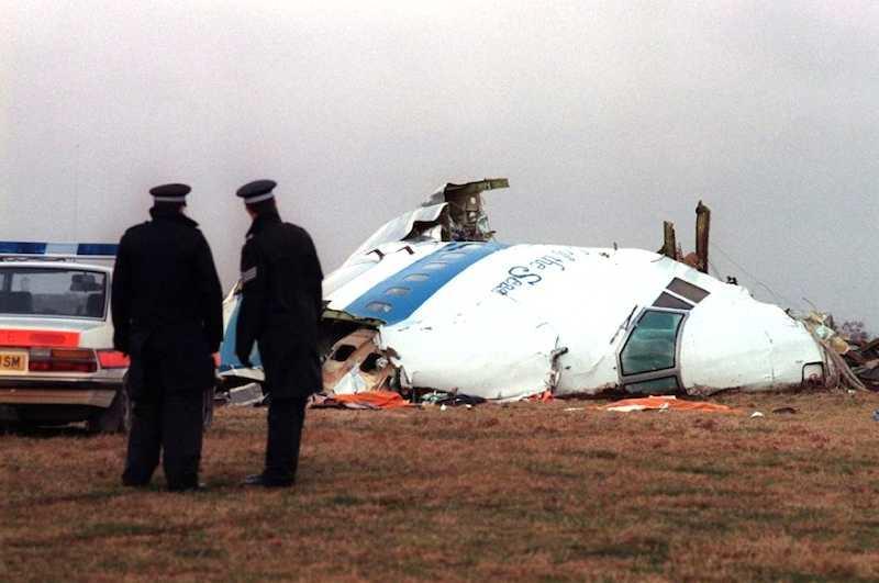I resti del Jumbo della Pan American esploso in volo su Lockerbie (Scozia). L'attentato viene imputato ai servizi segreti libici.