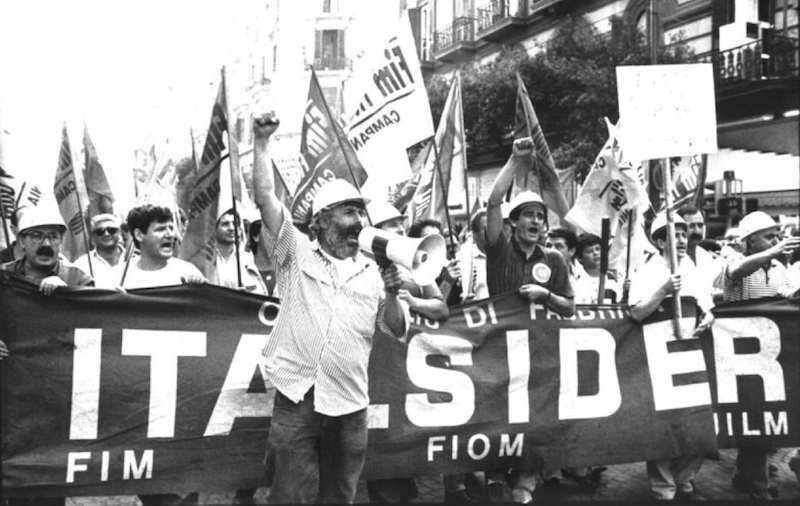 Corteo di protesta dei lavoratori dell'Italsider a gennaio 1989 contro la minacciata chiusura degli stabilimenti di Bagnoli (NA).