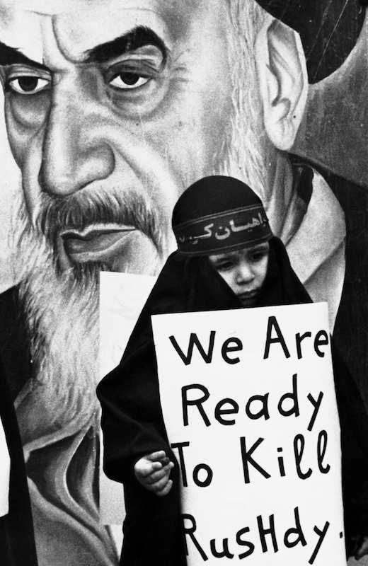 Manifestazione nel febbraio 1989 a Teheran (Iran) contro lo scrittore Salman Rushdie.