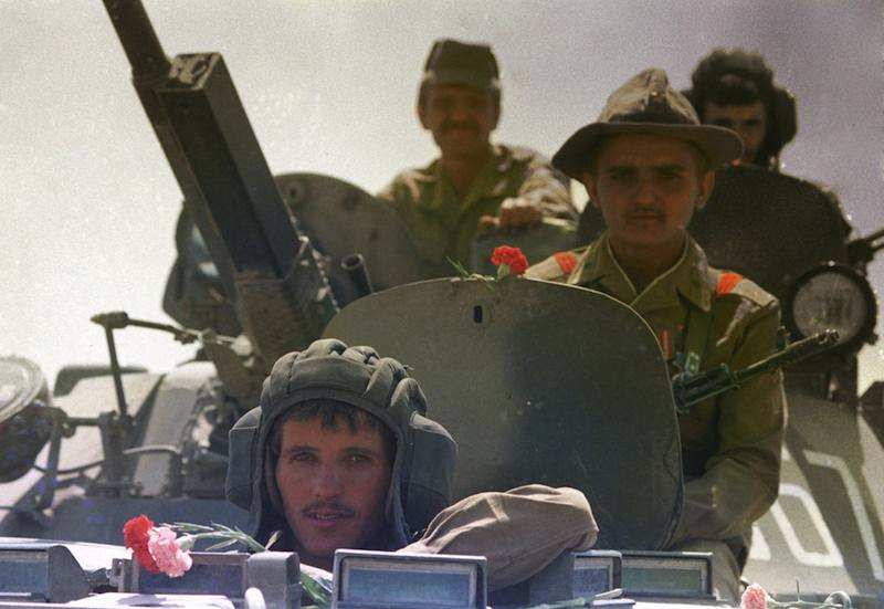 Nel febbraio 1989 le truppe sovietiche si ritirano dall'Afghanistan.