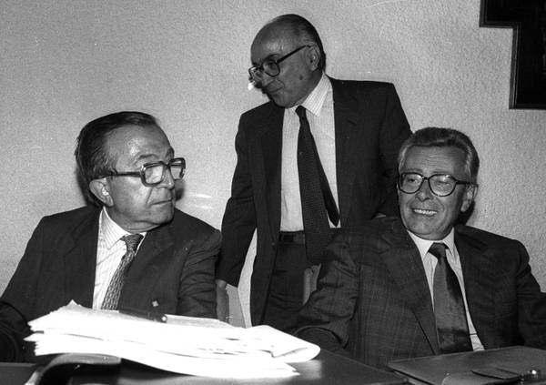 Arnaldo Forlani (a destra), eletto segretario della Dc nel febbraio 1989, con Gava e Andreotti.