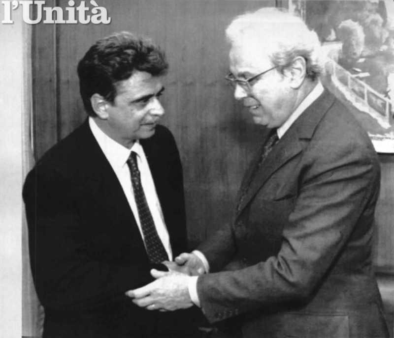 Achille Occhetto, in vista negli Usa nel maggio 1989, incontra il segretario generale dell'Onu Perez de Cuellar.