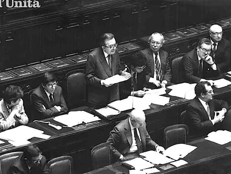 Il 26 luglio 1989 Andreotti presenta il programma del suo governo al Parlamento.