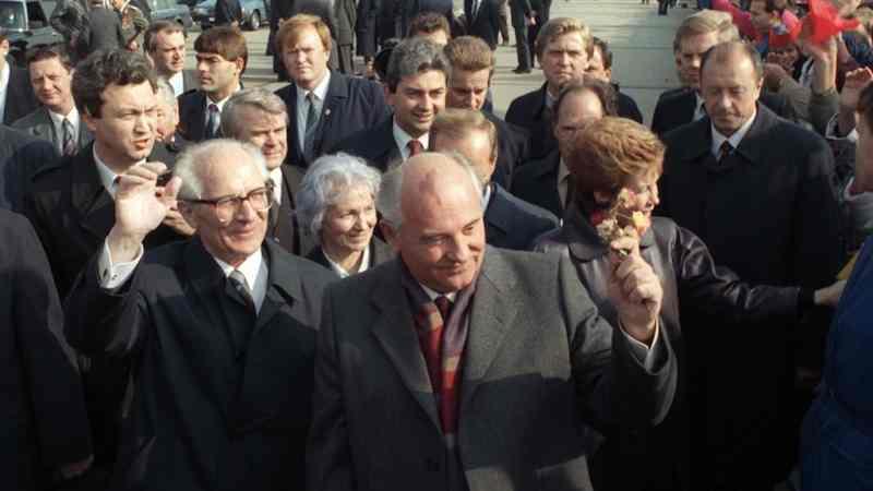 Gorbaciov suscita a Berlino grandi speranze di rinnovamento.
