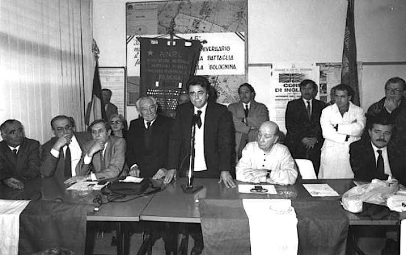 Il 12 novembre 1989 Achille Occhetto, nella sezione comunista della Bolognina a Bologna, delinea la svolta del partito.