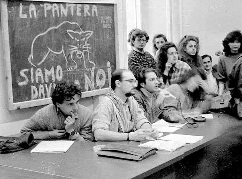 """Assemblea del movimento studentesco della """"pantera"""" contro la riforma Ruberti nel gennaio 1990."""