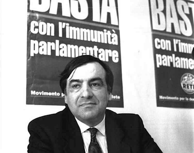 """Leoluca Orlando, ex sindaco di Palermo, si dimette dalla Dc e fonda """"La Rete – Movimento per la democrazia""""."""
