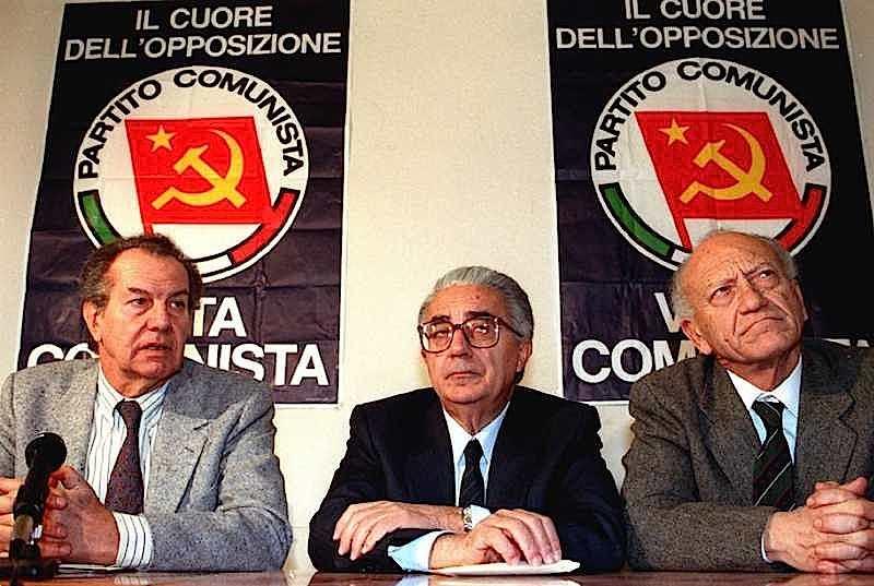Al termine del XX congresso del Pci che sanziona la nascita del Pds, viene ufficializzata la scissione del gruppo che fa capo a (da sinistra in foto) Sergio Garavini, Armando Cossutta e Lucio Libertini, che danno vita al Movimento per la Rifondazione comunista.