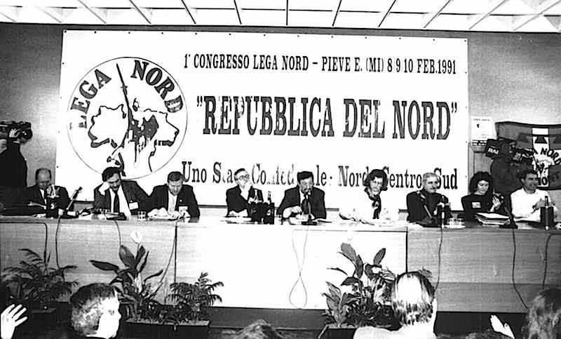 Il palco del 1° congresso della Lega Nord del 1991.