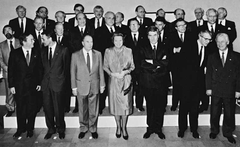 A Maastricht il 9 dicembre 1991 si apre il Consiglio Europeo che avvia i negoziati per la trasformazione della Comunità Europea in Unione Europea, sancita dal trattato sottoscritto il 7 febbraio 1992 (Trattato di Maastricht).