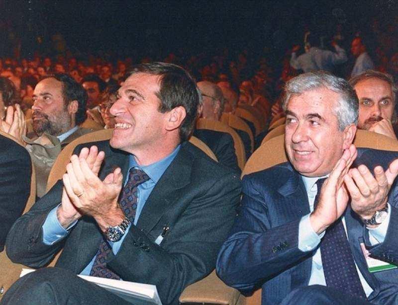 Pietro Larizza (a destra), eletto segretario generale della Uil il 20 gennaio 1992, con il suo predecessore Giorgio Benvenuto.