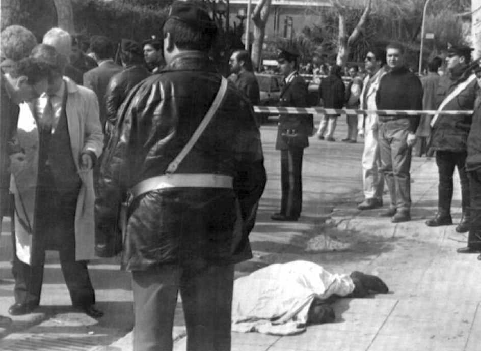 Il corpo di Salvo Lima, esponente siciliano della Dc, ucciso dalla mafia a Palermo il 12 marzo 1992.