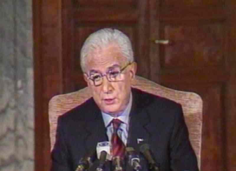 Il presidente Cossiga il 25 aprile 1992 alla tv annuncia le sue dimissioni.