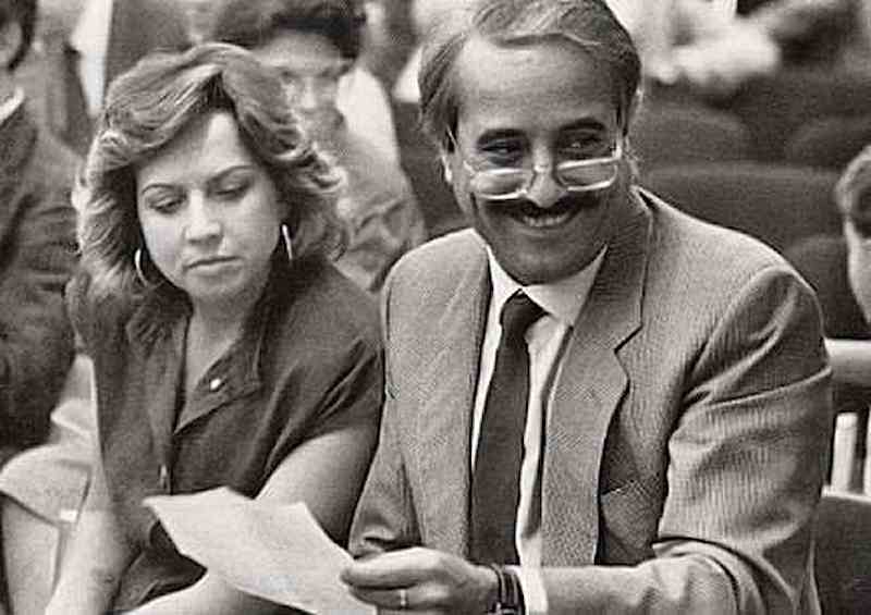 Giovanni Falcone e la moglie Francesca Morvillo, uccisi dalla mafia a Capaci con una tonnellata di esplosivo.