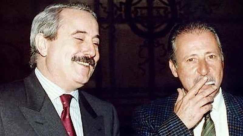 Giovanni Falcone (a sinistra) e Paolo Borsellino, magistrati simbolo della lotta alla mafia e da essa uccisi.