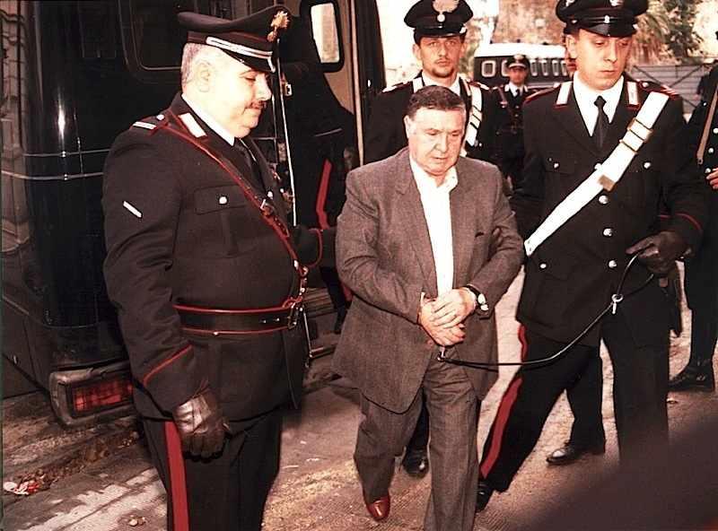 Il 15 gennaio 1993 a Palermo viene arrestato, dopo lunga latitanza, il boss di Cosa nostra Totò Riina.
