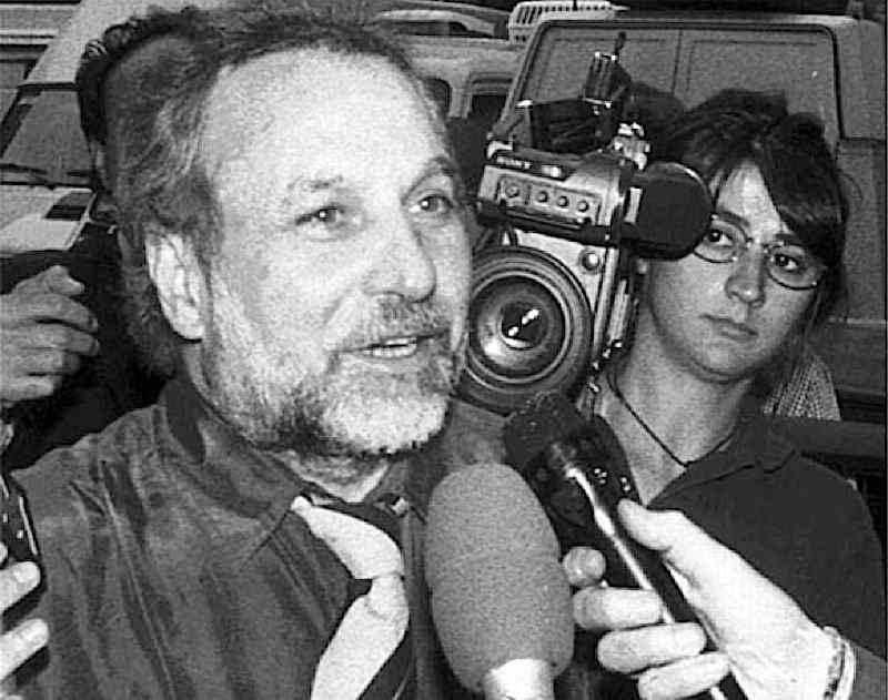 Primo Greganti, ex dirigente amministrativo del Pci, il 1° marzo 1993 viene arrestato nell'ambito dell'operazione Mani pulite per finanziamenti illeciti.