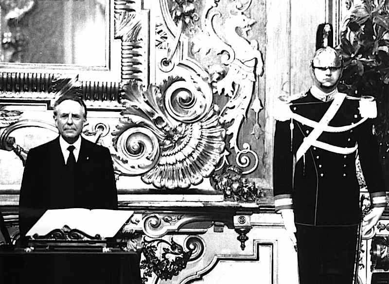 L'ex governatore della Banca d'Italia Carlo Azeglio Ciampi il 28 aprile 1993 giura per la costituzione del suo governo.