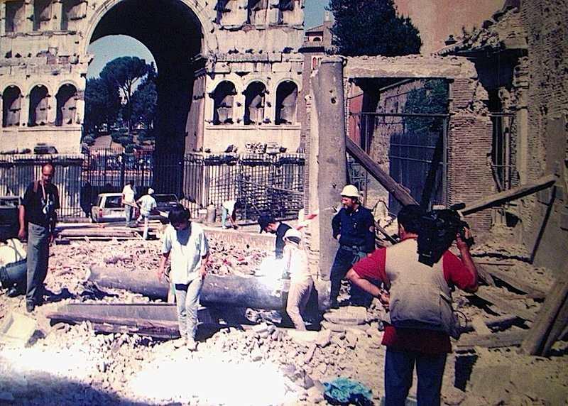 La chiesa di S. Giorgio al Velabro a Roma il 27 luglio 1993 viene distrutta da una delle bombe mafiose fatte esplodere a Roma e a Milano.