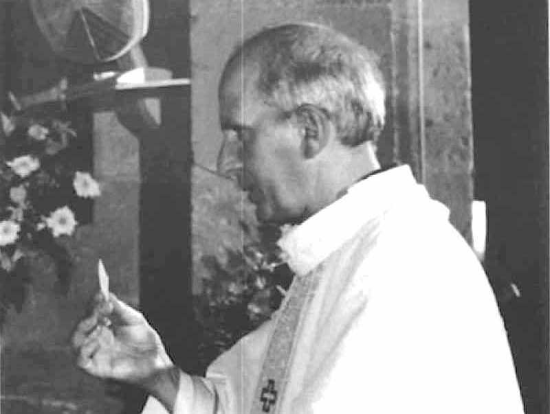 Don Puglisi ucciso dalla mafia nella sua chiesa del quartiere palermitano del Brancaccio.