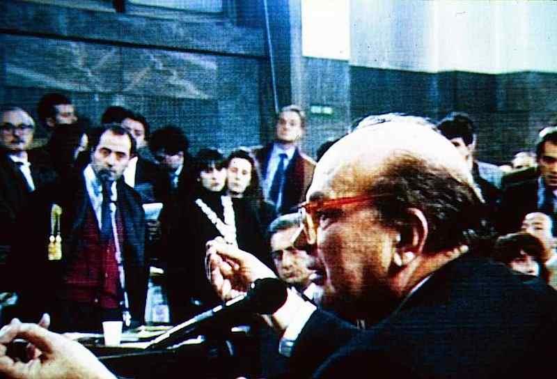 Bettino Craxi al processo Enimont, nel quale ammise di aver ricevuto finanziamenti illeciti.