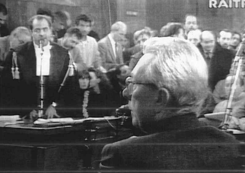 Arnaldo Forlani, ex Presidente del Consiglio, depone al processo Enimont, trasmesso in diretta dalla Rai.