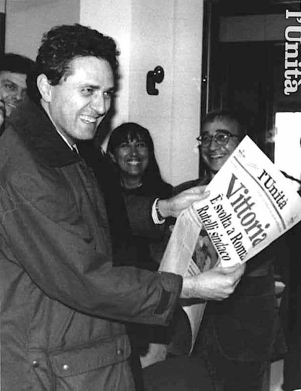 Francesco Rutelli il 5 dicembre 1993 viene eletto sindaco di Roma alla testa della coalizione di sinistra.