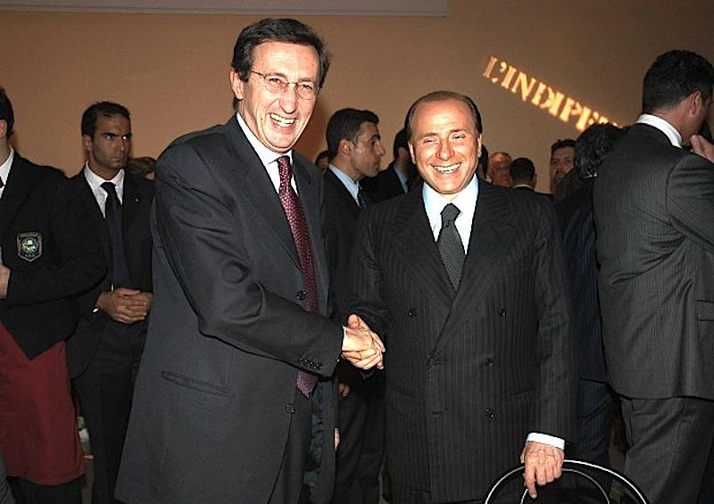 Berlusconi e Fini (a sinistra nella foto) stringono l'alleanza elettorale del Polo per il buon governo, costituita nelle circoscrizioni del centro-sud.