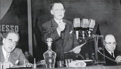 De Gasperi al IV congresso.
