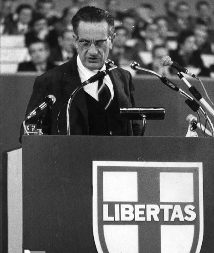 Benigno Zaccagnini durante la sua relazione.