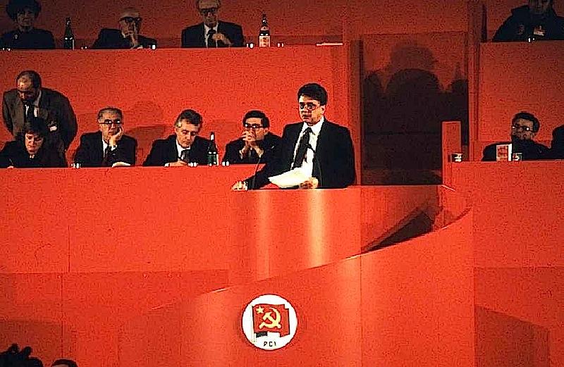 Achille Occhetto alla tribuna del XIX congresso del Pci.