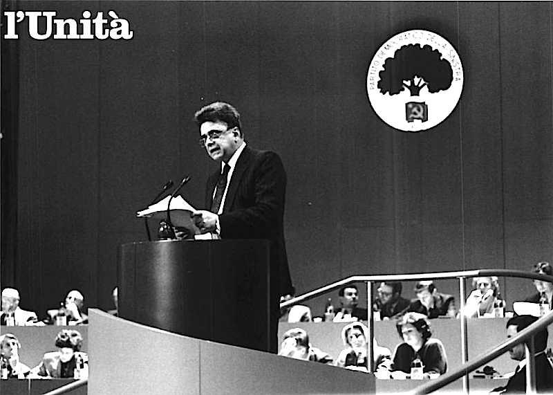 Occhetto al XX congresso del Pci chiede di dar vita al nuovo Partito Democratico della Sinistra.