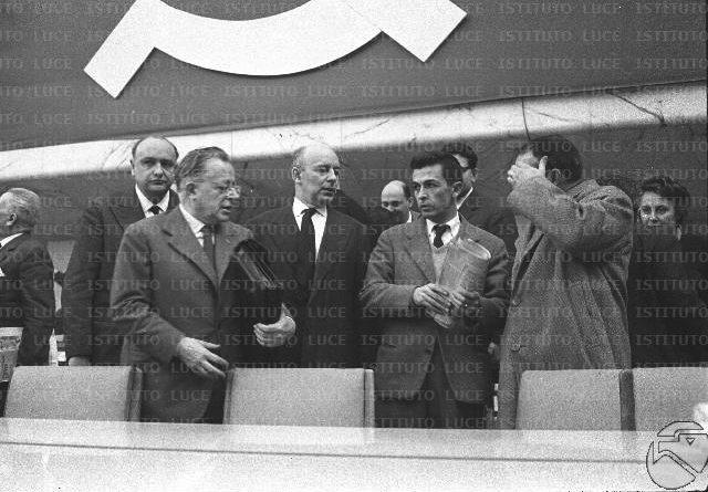 Togliatti, Pajetta e Berlinguer sul palco del congresso.