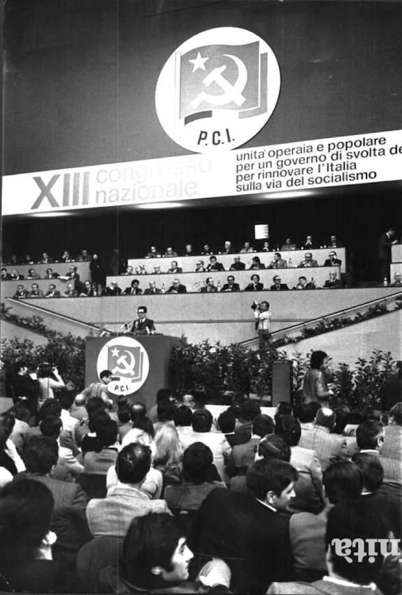 Il XIII congresso durante l'intervento di Enrico Berlinguer.