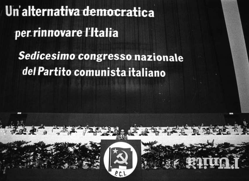Il palco del XVI congresso.
