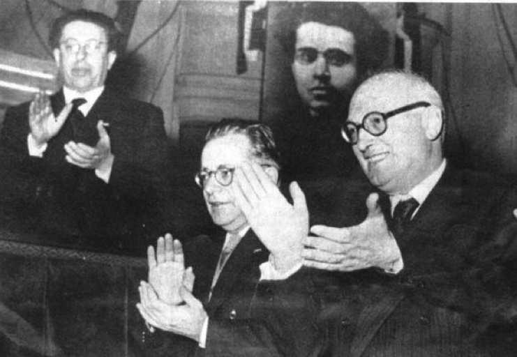Pietro Nenni con Palmiro Togliatti al congresso del PCI.