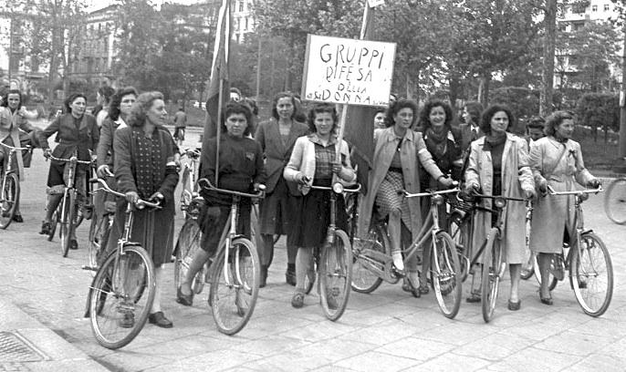 Manifestazione dei Gruppi di difesa della donna a Milano.