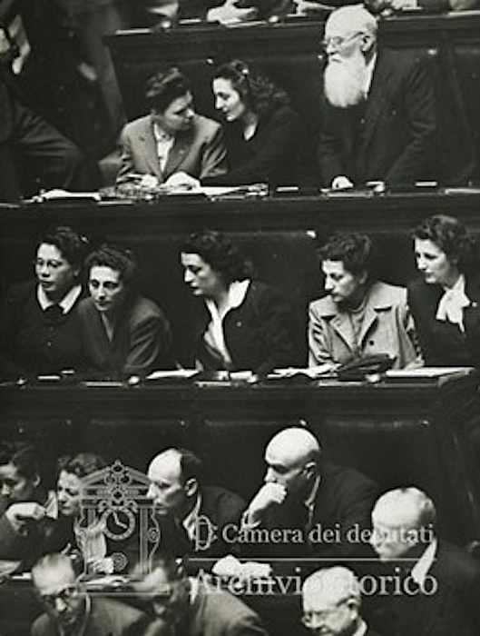 Tra i membri della Consulta Nazionale figurano 13 donne.