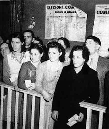 Donne al voto delle amministrative del 10 marzo 1946.