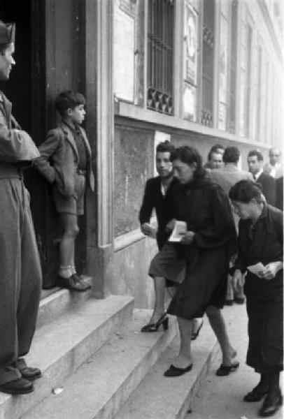 Donne al voto del 2 giugno 1946 per la Costituente.